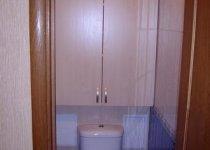 Навесной шкаф в туалет