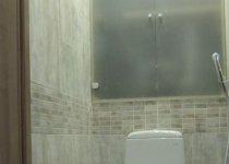 Полупрозрачный шкаф в туалет