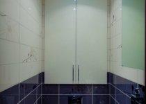 Распашной шкаф в туалет