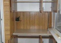 Шкаф на балкон со столом