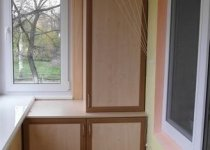 Трехстворчатый шкаф на балкон