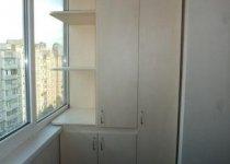 Шкаф на балкон с полками