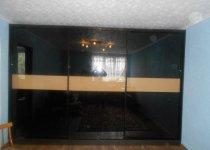 Встраиваемый шкаф купе в гостиную