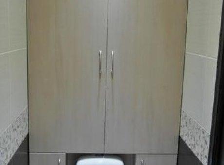 Распашной шкафчик в туалет