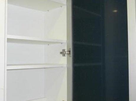 Зеркальный шкаф в туалет