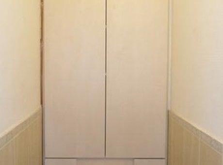 Светлый шкаф в туалет