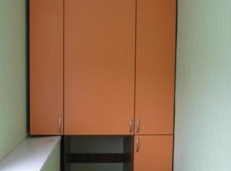 Узкий шкаф на балкон