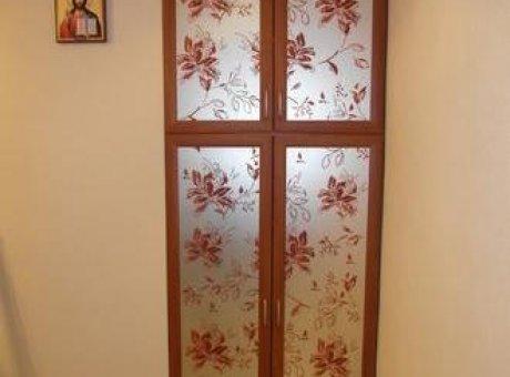 Дверь в нишу с матовым стеклом